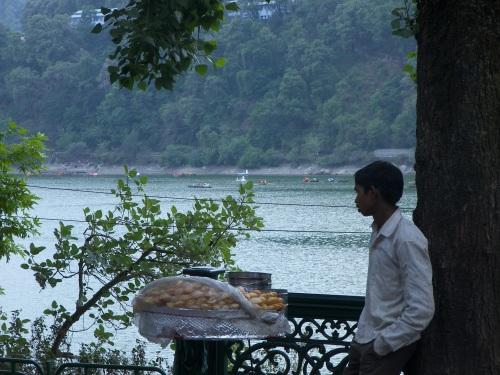 """A """"pani puri"""" seller along the lake."""